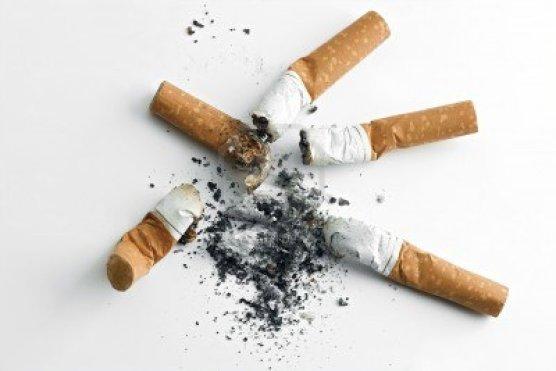 935715-colillas-de-cigarrillos-y-las-cenizas.jpg